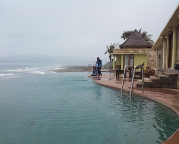 Kolam Renang Hotel Queen Of The South